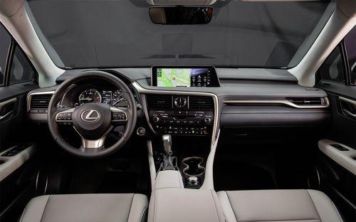 Интерьер автомобиля Лексус RX 200