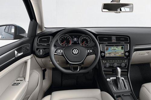 Фото салона авто VW Golf 4