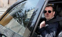 На каких авто ездит Дмитрий Медведев