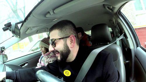 Михаил за рулем такси